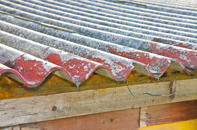 Asbestos Roofing by Francesco Scatena (via Shutterstock).